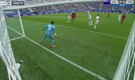 Ronaldo avisou com bola à trave
