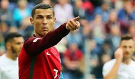 Ferdinand diz que Ronaldo está a ser apontado a um posto onde não quer jogar