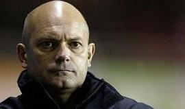 Ray Wilkins critica o Rangerscom o Benfica ao barulho...