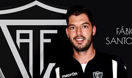 Fábio Santos é reforço para a defesa