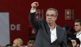 Carlos Lisboa deixa banco do Benfica