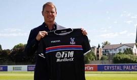 Crystal Palace anunciouFrank de Boer com fotos... do irmão