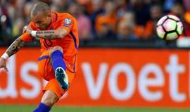 Sampdoria quer Sneijder para o lugar de Bruno Fernandes