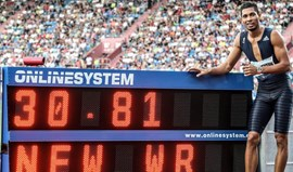 Van Niekerk bate recorde mundial dos 300 metros