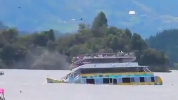 Imagens impressionantes mostram naufrágio na Colômbia com 150 pessoas a bordo