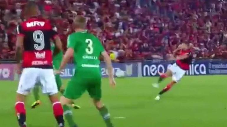 Flamengo goleia Chapecoense com golaço de Diego