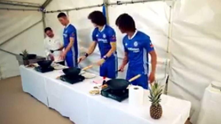 Craques do Chelsea em versão cozinheiros ficavam bem longe da Champions...