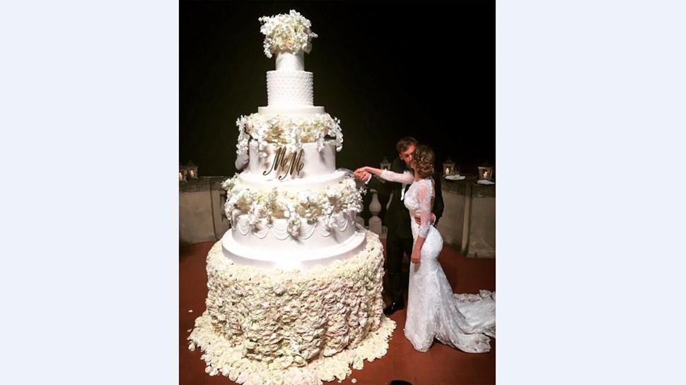 Gabbiadini teve bolo de casamento gigante