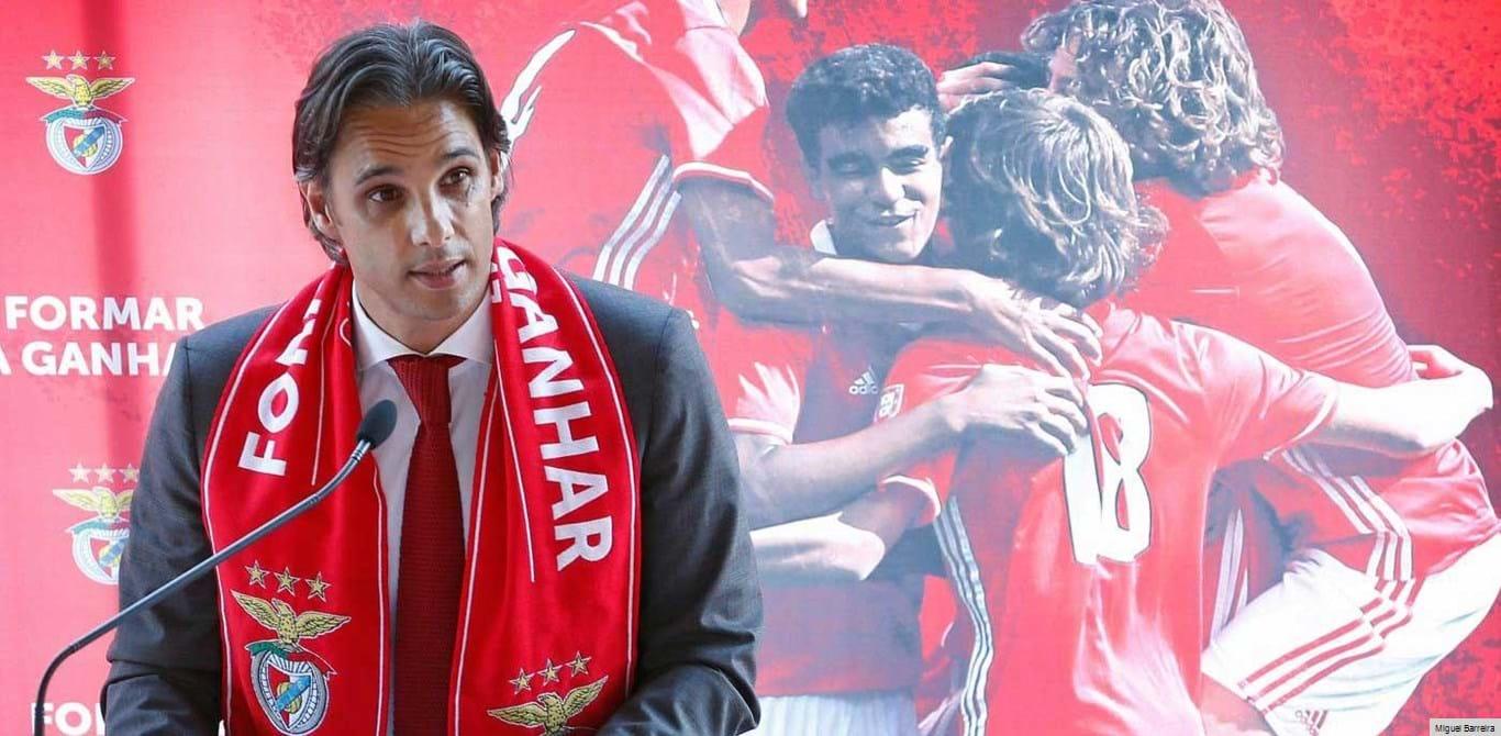 Nuno Gomes orgulhoso com prémio recebido pelo Benfica