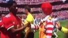 Palhaço da McDonald's em campo a cumprimentar jogadores? Sim, foi no Real-United