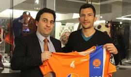 Emanuel Garcia oficializado como reforço da Juventude de Viana