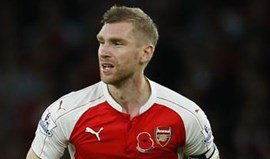 Mertesacker retira-se no final da próxima época para dirigir a academia do Arsenal