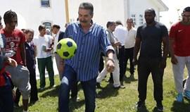 Visita de Toni à prisão de Sintra com direito a 'peladinha' final