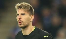 Ron-Robert Zieler troca Leicester pelo Estugarda
