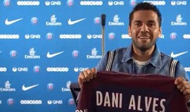 Oficial: Dani Alves assina pelo Paris Saint-Germain