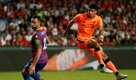 Liverpool bate Crystal Palace e disputa final com o Leicester