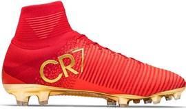 Chuteiras de Ronaldo vendidas por 11,3 mil euros na China