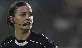 Árbitra Katalin Kulcsár no Escócia-Portugal