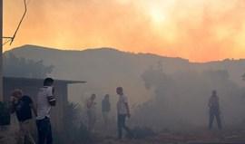 Cerca de 500 pessoas evacuadas devido a incêndio em Setúbal