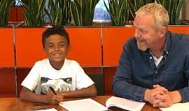 Filho de Patrick Kluivert assina contrato com a Nike… aos nove anos
