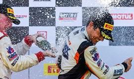 Pirelli World Challenge: Álvaro Parente vence sétima etapa do campeonato