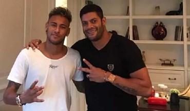 Neymar diverte-se na China ao lado de Hulk