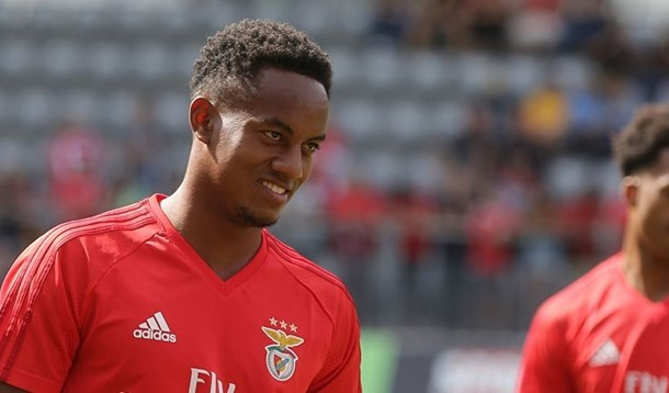 Newcastle entra na luta por Carrillo