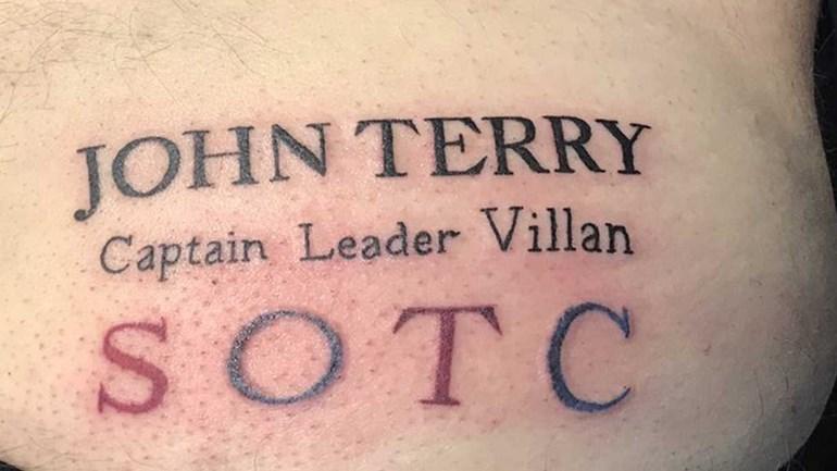 Adepto do Aston Villa faz tatuagem com nome de John Terry... na nádega