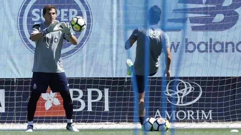 Casillas fica mais um ano no FC Porto