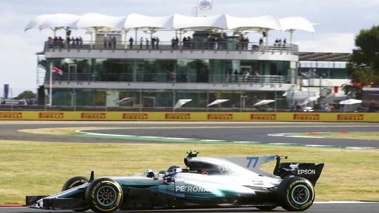 Mercedes domina treino na Inglaterra e Bottas ofusca Hamilton