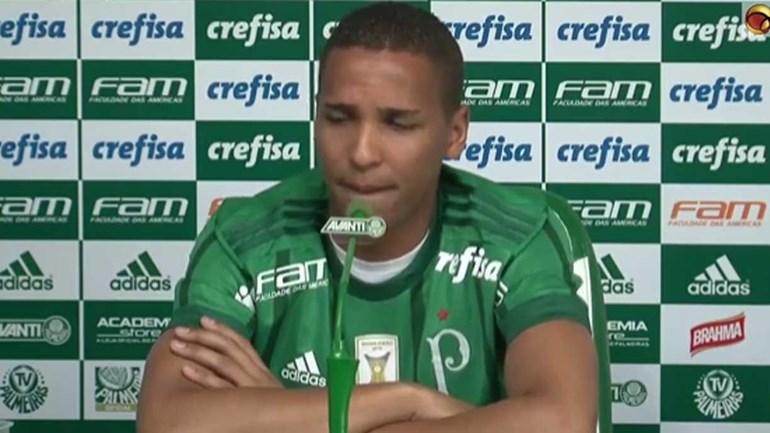 Deyverson em lágrimas na apresentação pelo Palmeiras