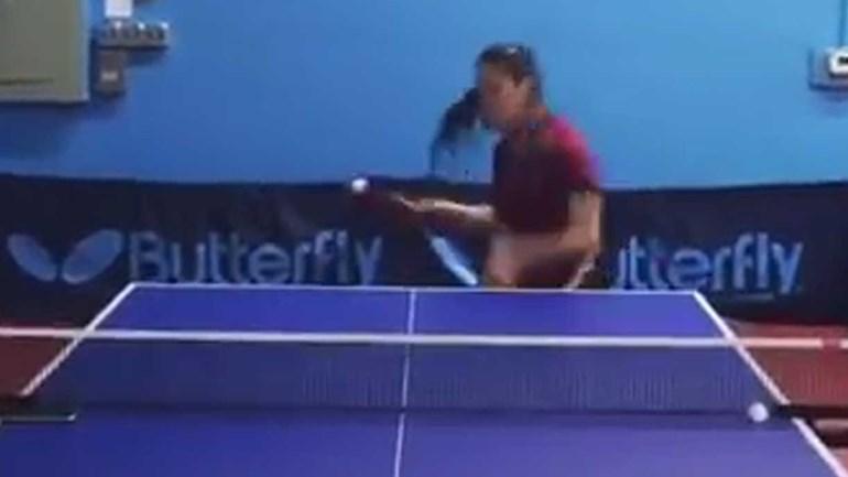 Esqueça tudo o que sabe sobre ténis de mesa: esta jogadora leva-o a outro nível