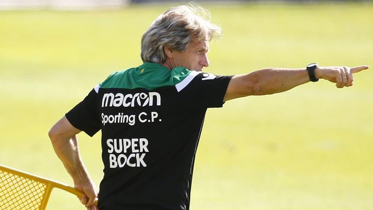 Os três nomes 'oferecidos' ao Sporting para a direita da defesa