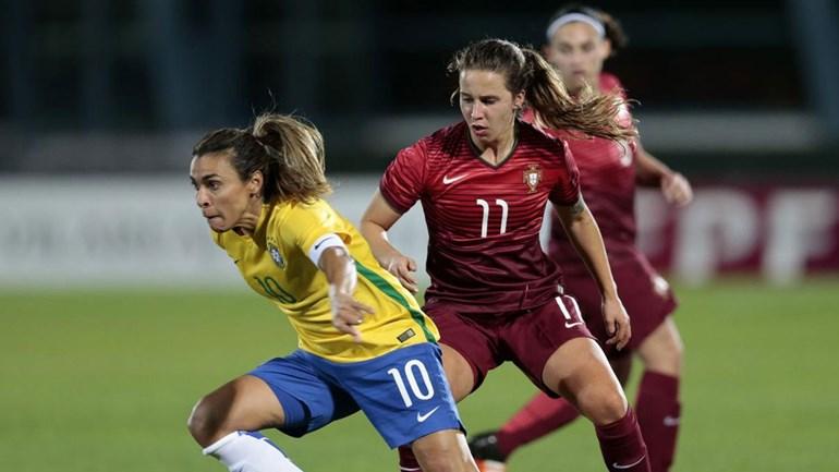 Mariza deu música no aquecimento Portugal entrou de vermelho — Euro feminino