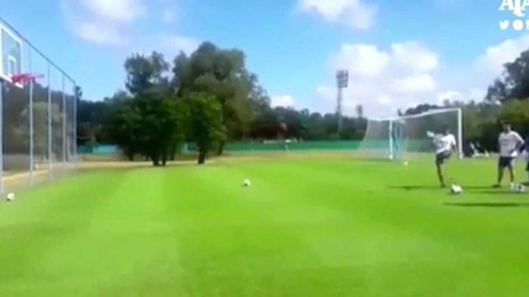 Sportinguista Acuña acerta triplo... com os pés