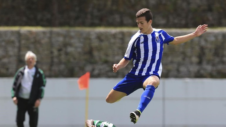 Sérgio Conceição leva Dalot para o Algarve
