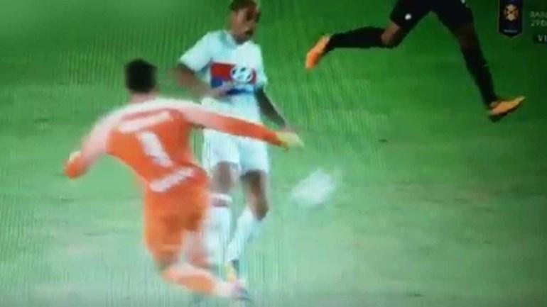 Depois disto não admira que Handanovic tenha acabado com gelo no pé...