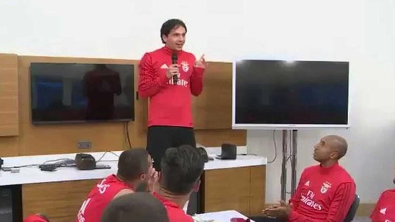 Seguem as praxes no Benfica... agora com música brasileira