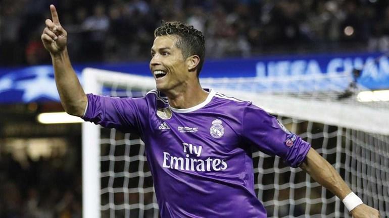 Ronaldo anuncia que vai continuar no Real Madrid