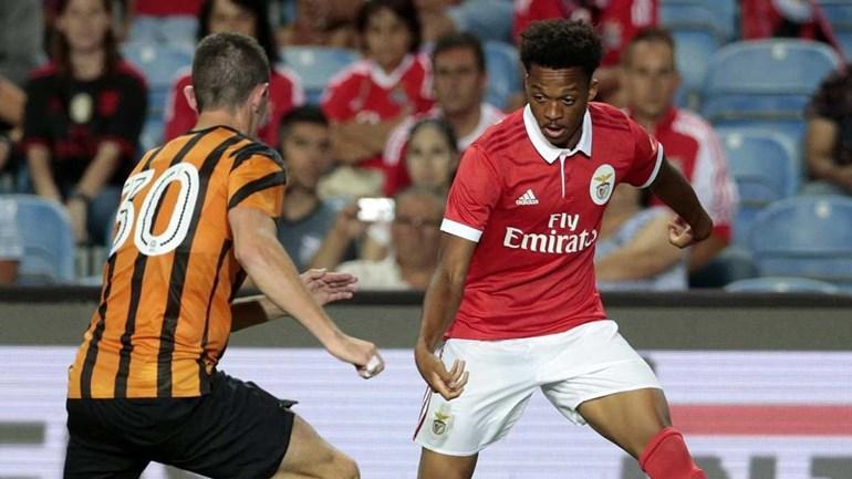 Jonas e Júlio César falham segundo treino das águias em Inglaterra — Benfica