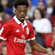 Willock entre os 21 convocados do Benfica para Chaves