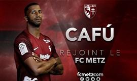 Oficial: Cafú assina por três anos pelo Metz