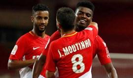 Monaco inicia defesa do título com vitória sofrida