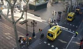 Carrinha atropela dezenas de pessoas em Barcelona