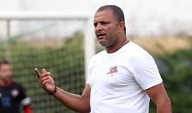 Multa a Kenedy por dar instruções à equipa causa revolta
