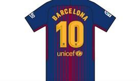 Nome da cidade substitui os de Messi e companhia nas costas das camisolas do Barcelona