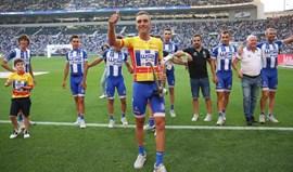 W52-FC Porto aplaudida no Dragão ao mostrar troféu de campeã da Volta a Portugal