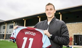 Chris Wood 'obriga' Burnley a bater recorde