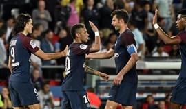 Cavani bisa em novo triunfo do PSG