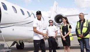 Neymar já está em Paris